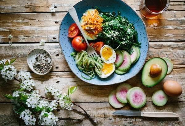 تغذیه و تاثیر شگفت انگیز آن بر افزایش جذابیت چهره