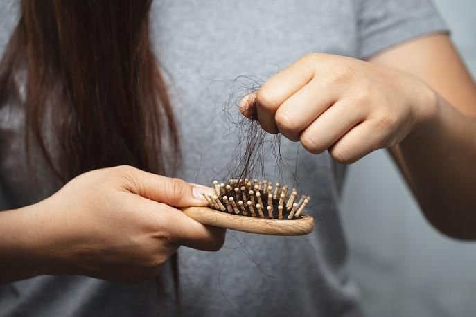 جلوگیری از ریزش مو با سرکه سیب