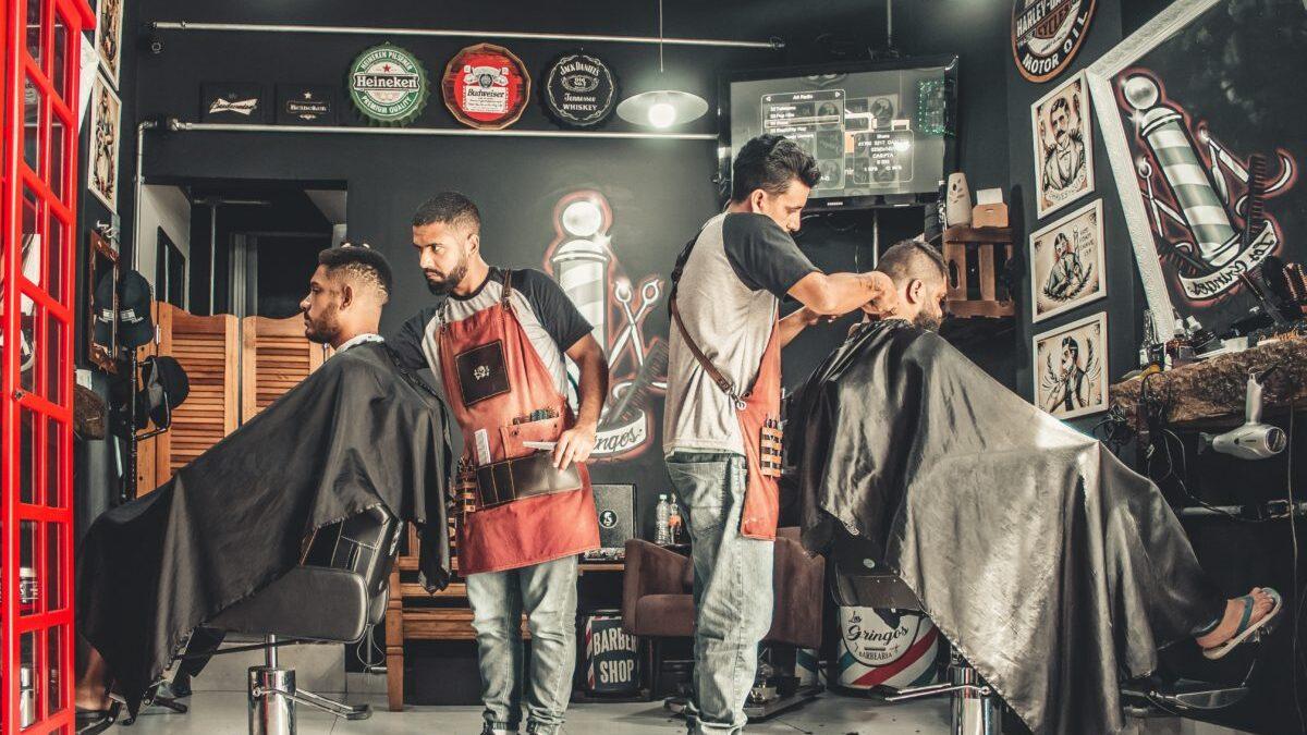 درآمد آرایشگری در سال 2021 (و چگونه میتوان بیشتر کسب کرد)؟